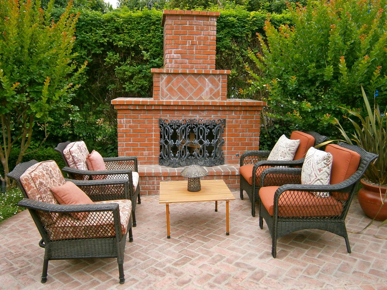 Outdoor brick fireplaces outdoor design landscaping for Outdoor patio fireplace ideas