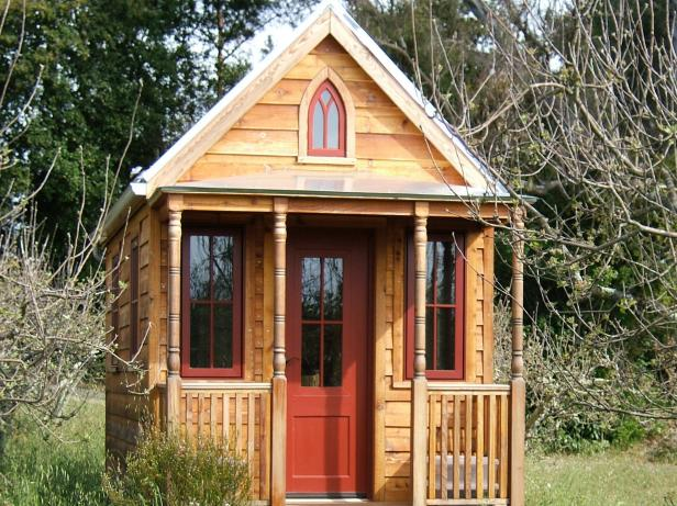 Tiny house builders hgtv for Diy tiny home cost