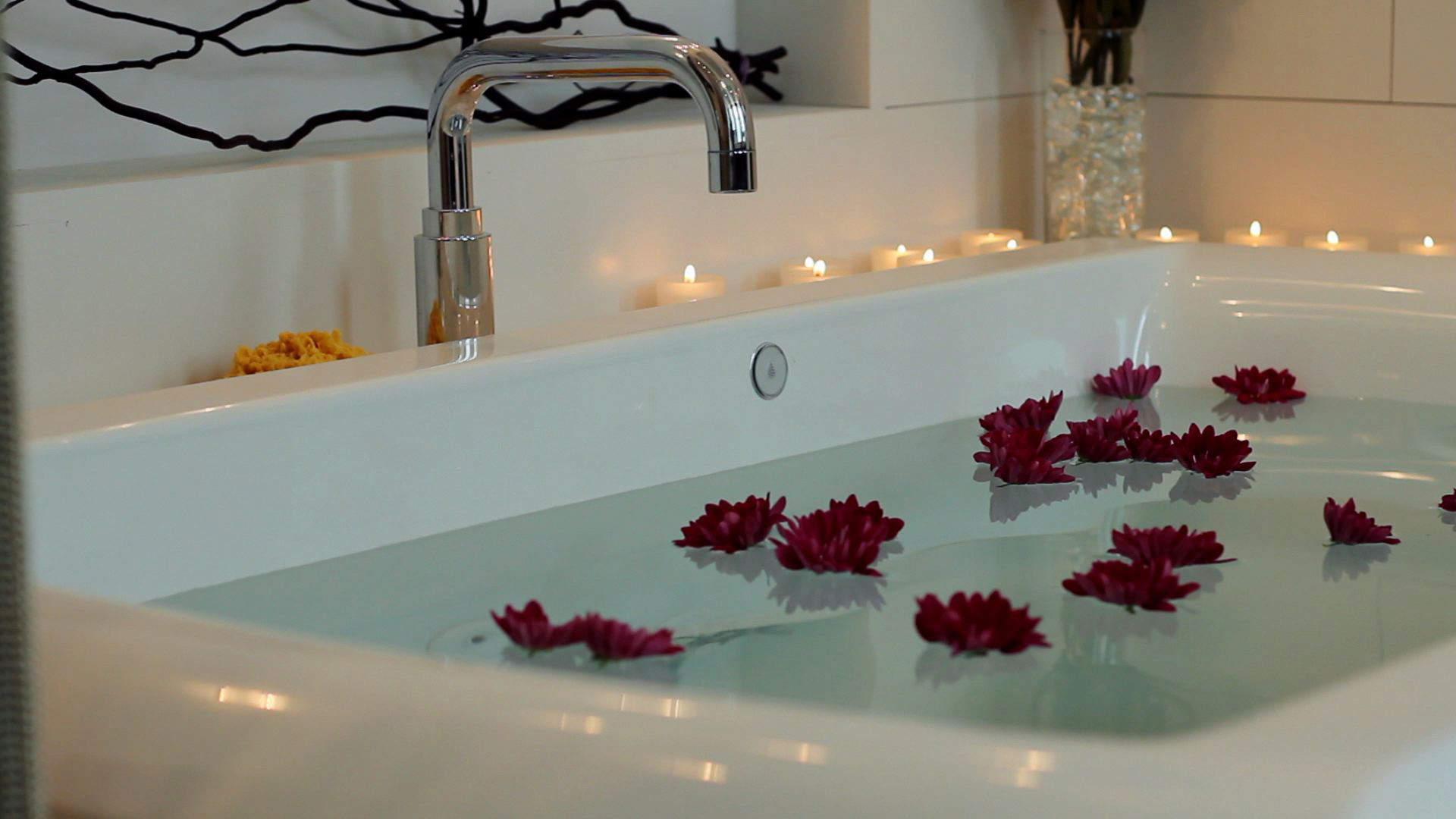 Choosing the Right Whirlpool Bathtub | HGTV